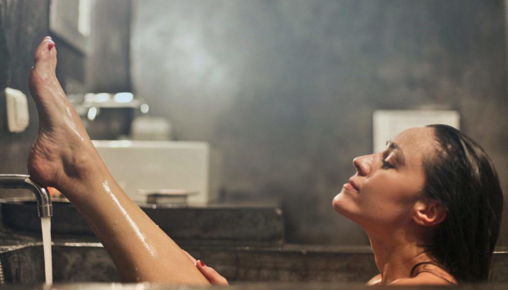 Žena v koupelně